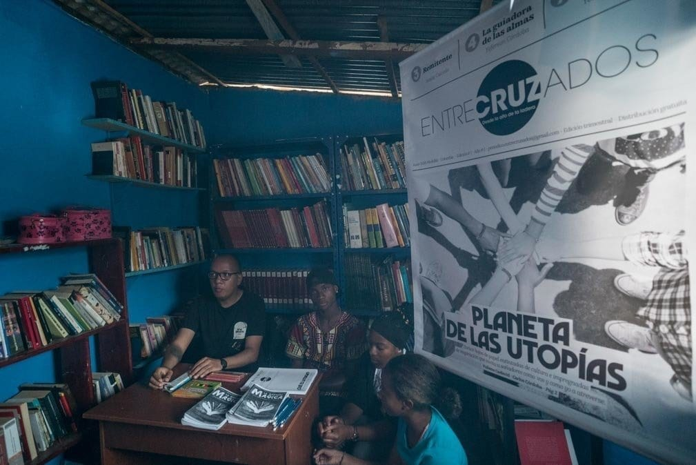 life in colombia - students of suenos de papel showing their articles and newspaper